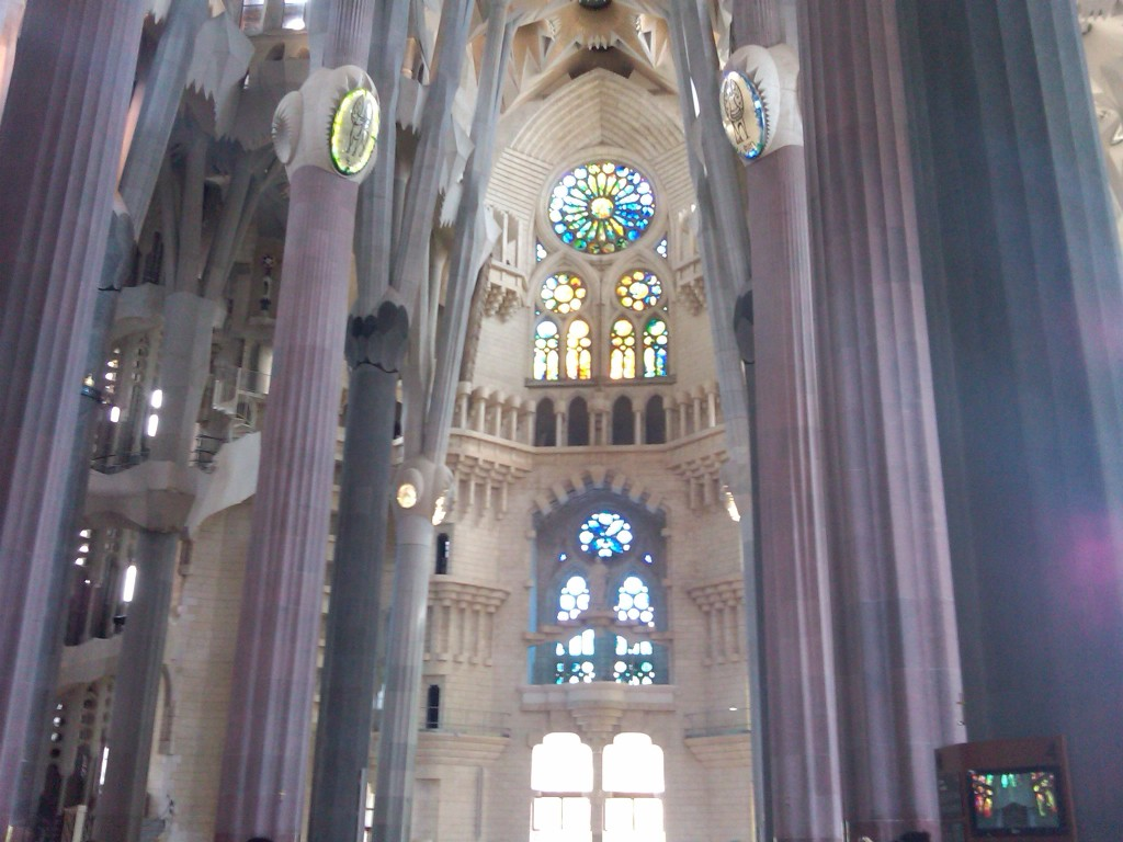 Barcelona-SagradaFamilia-Interior1