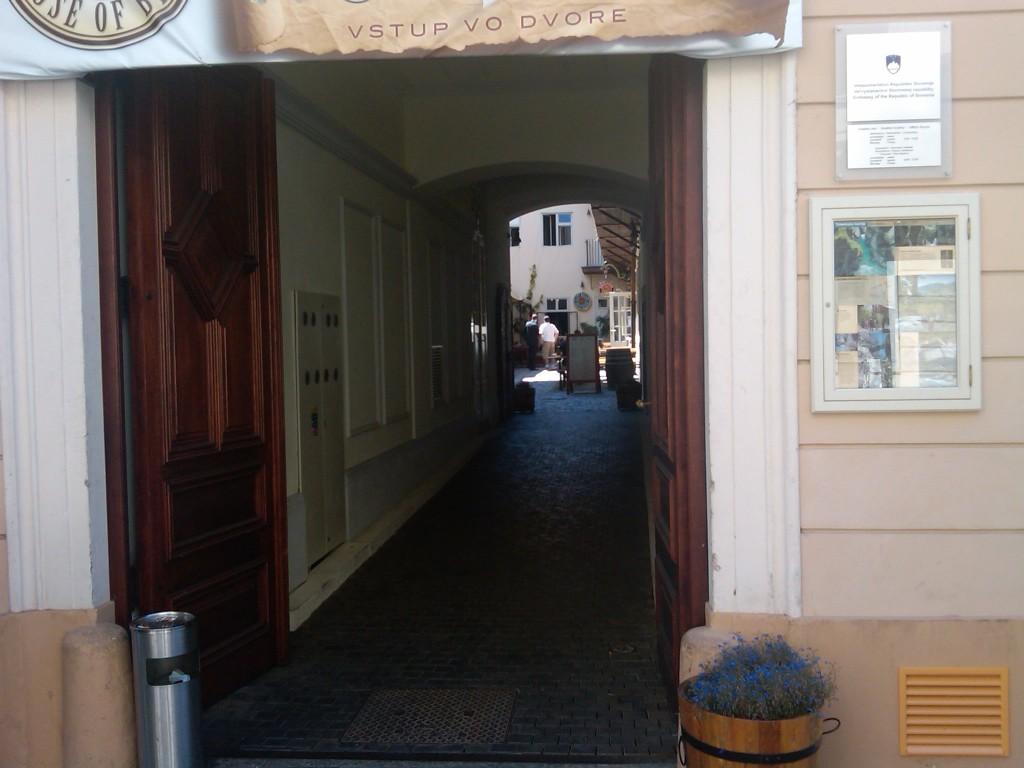 Bratislava-Alleys1